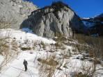 Sehr harter Schnee beim Aufstieg, erst am Plateau kamen die Harscheisen wieder in den Rucksack.