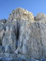 50Hm unter dem Gipfel führt der leichteste Weg in eine Felsspalte