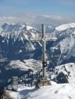 Gipfelkreuz, gut zu sehen Lamingegg + Rinne