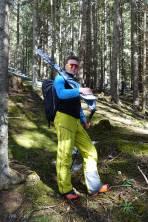 Ski tragen im unteren Bereich der Tour