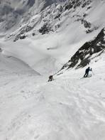 Vorsichtige Abfahrt über die Aufstiegsrinne