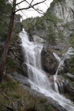 Wasserfall gleich zu Beginn des Aufstiegs
