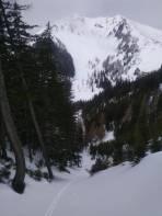 die Westrinne die südl. der oberen Handlalm direkt zum Loibner Boden zieht ist schön mit Schnee gefüllt