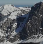 Foto vom Februar 2017 vom Griesstein Westkar mit durchgängigem Schneeband beim Abbruch, damals bessere Bedingungen als heuer (Schlüsselstelle roter Kreis)
