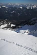Tiefblick Aufstiegsrinne rechts (links wäre noch eine ähnlich steile, jedoch schmälere)