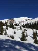 Im Kar dem Gipfel mit seiner schönen steilen (und später befahrenen) Südflanke entgegen