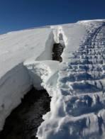 Schneemäuler am Verbindungsgrat zwischen Gr. und kleinen Bärneck, Anrisshöhe hier ca. 1,5m