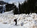 Im hinteren Teil des Tales ist ein großes Schneebrett abgegangen.