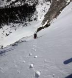 Darüber lehnt sich das Gelände dann zurück und auch der Schnee wird problemlos