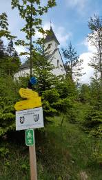 Handschuh kann beim Wegweiser nahe der Dietlkapelle abgeholt werden