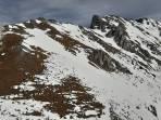 die 3 Rinnen zum Hochturm, die mittlere ist mitten etwas mehr mit Felsen durchsetzt, aber alle genügend mit Schnee gefüllt