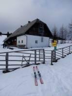 Auf der 1566 m hoch gelegenen Brendlhütte kann man sich sogar mit Getränken eindecken.