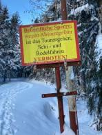 Aktuelle Verbotstafel Zugang Hintersteineralm beim Schranken(Pyhrnpass) Hoffe auf baldige Entschärfung durch die Gemeinde!!! -Zur Zeit ist jeder Tourengeher bei Begehung straffällig