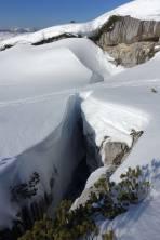 die angesprochenen Geländefallen (kein Unterschied zur Gletscherspalte!)